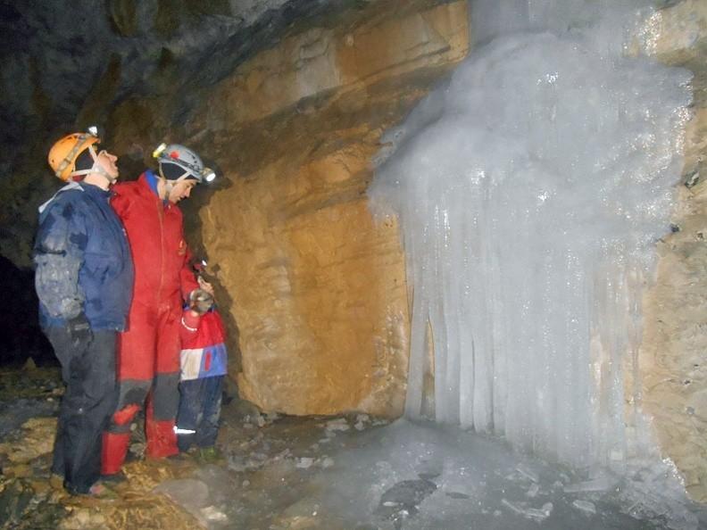 10-DSCN3397-jerzy -- Rodzina przy lodospadzie [Fot. Jerzy]