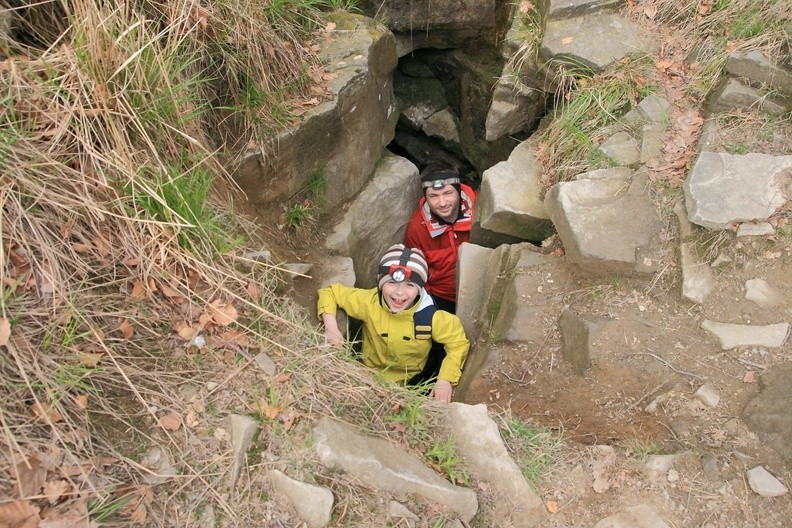 05-IMG 5227 -- Wychodzenie z jaskini / 2