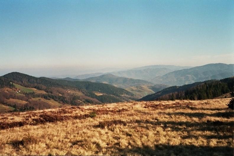 24-0136   2 -- Dalekie widoki z Hal Podgorcowych na południowy wschód