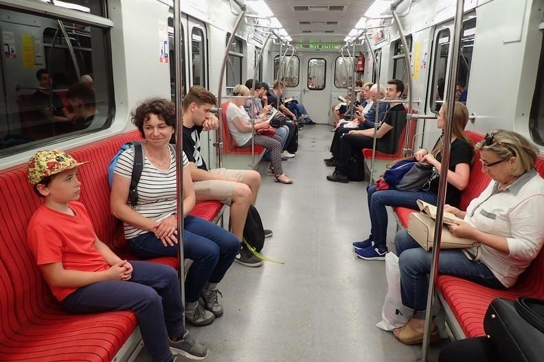 35-P7170105 -- Metro – poważna sprawa