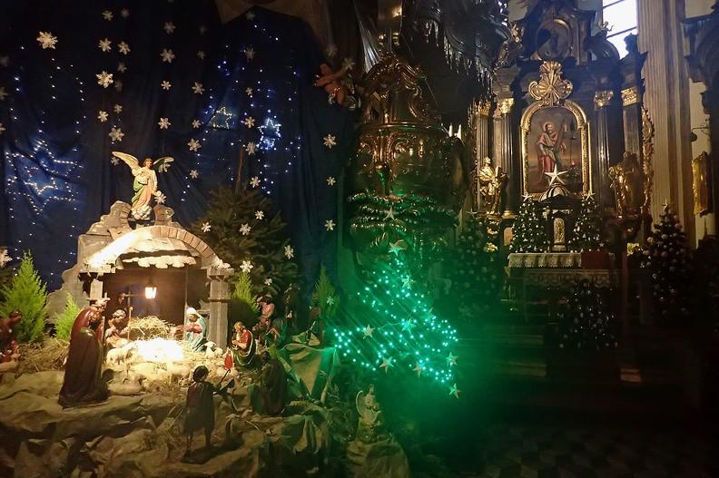 040-P1080236 -- Niezwykłe, klimatyczne wnętrze kościoła świętego Andrzeja. Fotografujemy je mokrym aparatem
