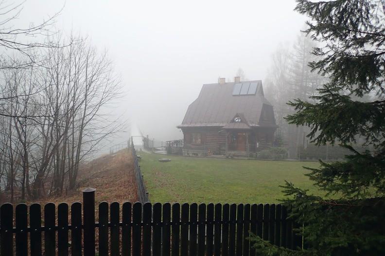 03-P1110498-180111 -- Czwartek, 11 stycznia. Krzywa Chata w Dolinie Wapienicy. Jezioro Wielka Łąka i Palenica zniknęły